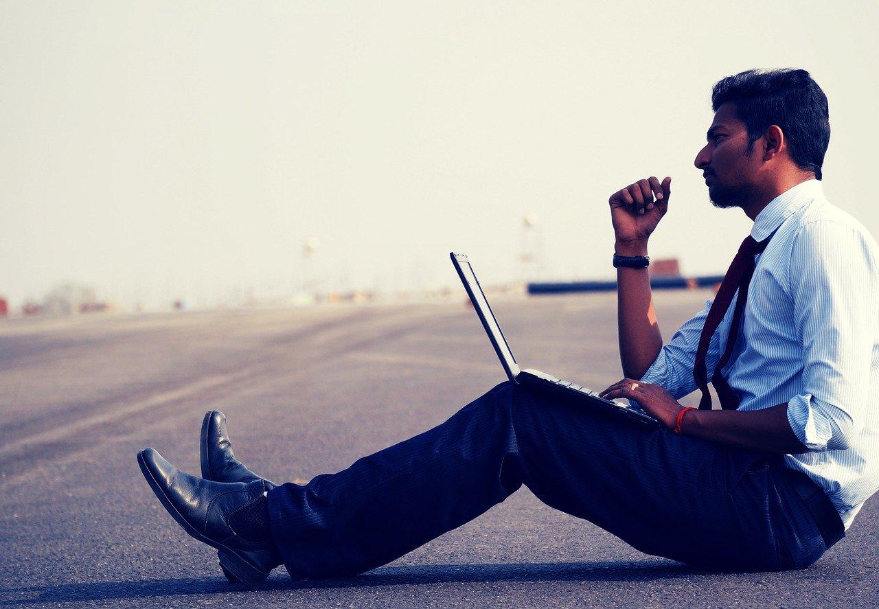 mobilt bredbånd mann på gata